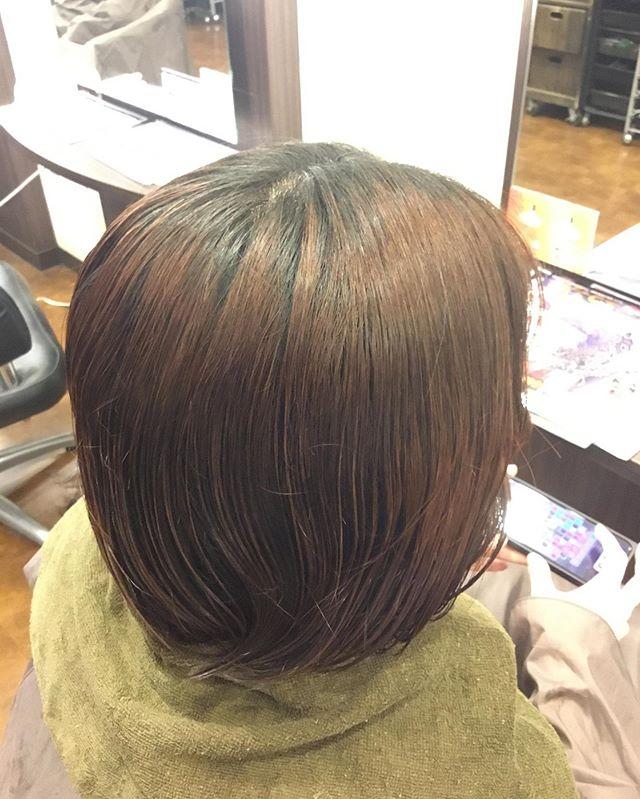 ブリーチなしの髪の毛にTint barを試してみました色はインディゴブルーです明るさは落ち着きつつ、かつ透明感のある色味に仕上がりました🧚🏻♀️️・気になる方はぜひ🤩・#ABILITY  #アビリティ  #伊奈町 #美容室  #カット  #ミルボン #milbon #北本  #鴻巣 #蓮田  #白岡 #上尾 #桶川  #伊奈町美容室  #ウニクス伊奈  #ウニクス #美容室求人  #一緒に働こう  #ありがとう  #炭酸泉  #高濃度炭酸泉#エルジューダ  #求人募集 #Tintbar #アッシュカラー #blue  #ブリーチなし #透明感カラー