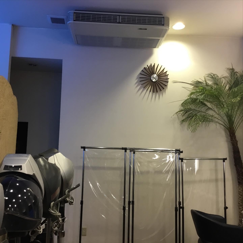 いつもより多く空気をまわしております^_^医療用空気清浄🏻⚕️フル稼働中ですオゾンの力でウイルスの滅菌!なんと効果は99.9%以上🏻病院と同じ空気の状態をつくっています。・他の美容室より安心して過ごして頂けるよう医療用空気清浄機パーテーションスタッフのマスク着用、検温徹底しております!🏻♀️皆さまのご来店心よりお待ちしております🥺🏻・#ABILITY  #アビリティ  #伊奈町 #美容室  #カット #北本  #鴻巣 #蓮田  #白岡 #上尾 #桶川  #伊奈町美容室  #ウニクス伊奈  #ウニクス #美容室求人  #一緒に働こう  #ありがとう  #求人募集 #コロナ対策 #ウイルス対策 #オゾン #医療用空気清浄機 #医療用空気清浄機完備 #導入 #ウイルス滅菌 #マスク着用  #検温 #安心してお越し下さい