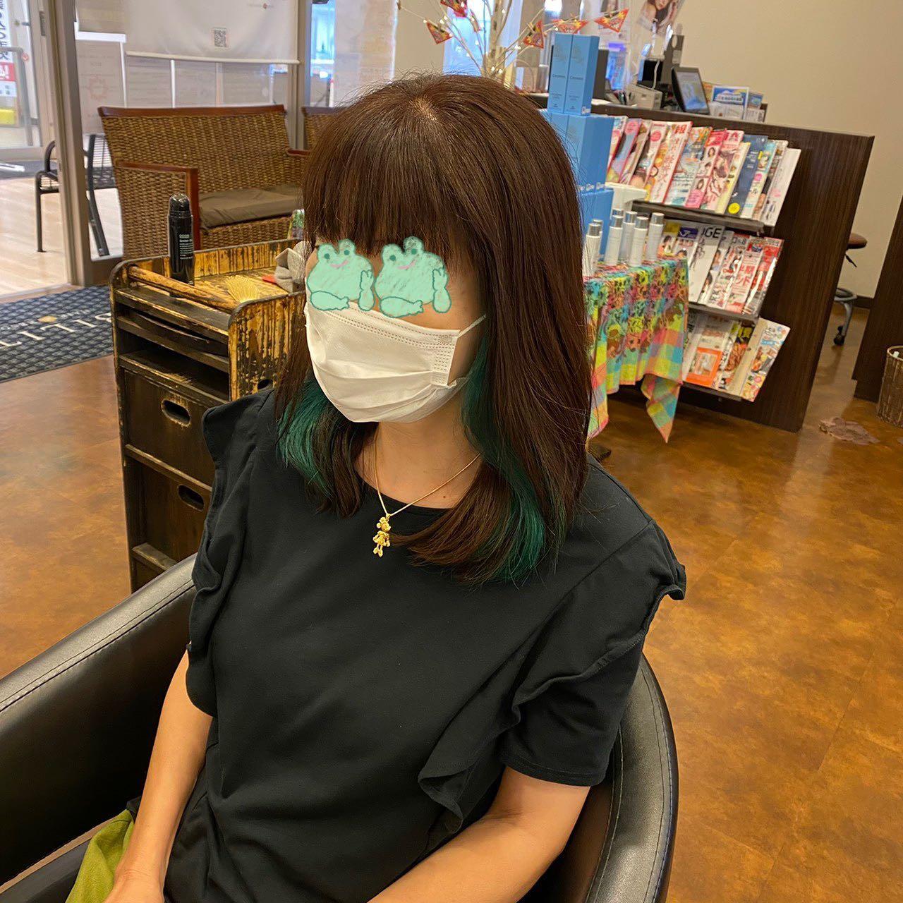 インナー×ブルーグリーン耳下に初のインナーカラー恥ずかしがり屋さんのため、少し目元に加工させていただいてます。ABILITYの写真は基本的に無加工で載せてるので、実際の色味や写真に映った時の発色が分かりやすくお伝えできます!最近ミドリ多めですコロナ禍で感染者数も増えてきてしまいましたが、ABILITYではどこのお店よりも安心安全にご来店いただけるように、感染対策を徹底しながら大型の医療用空気除菌機を導入しております。安心してご来店お待ちしております。なお、混雑、三密を避けるために、ご予約優先とさせていただきます。【今から行きたーい】で結構ですので気軽にお電話お待ちしております。・#ABILITY #アビリティ #伊奈町 #美容室 #カット #ミルボン#北本 #鴻巣 #蓮田 #白岡 #上尾 #桶川 #伊奈町美容室 #ウニクス伊奈 #ウニクス #美容室求人 #一緒に働こう #ありがとう #炭酸泉 #高濃度炭酸泉#エルジューダ #求人募集 #求人募集 #フォギーブルージュ ー #インナーカラー #インナーグリーン #ヘアカラー